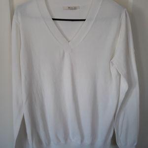 Lightweight vneck pullover sweater